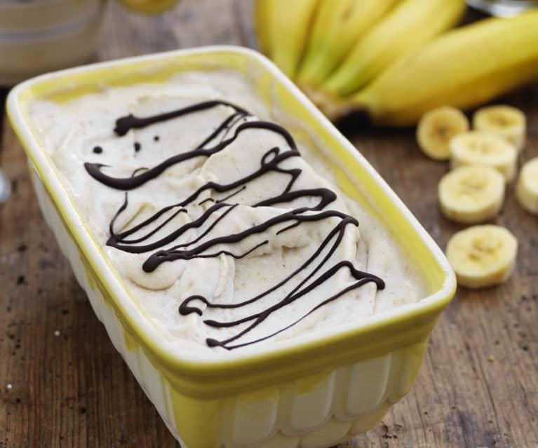 Bananen-Glace mit Erdnussbutter und Schokolade