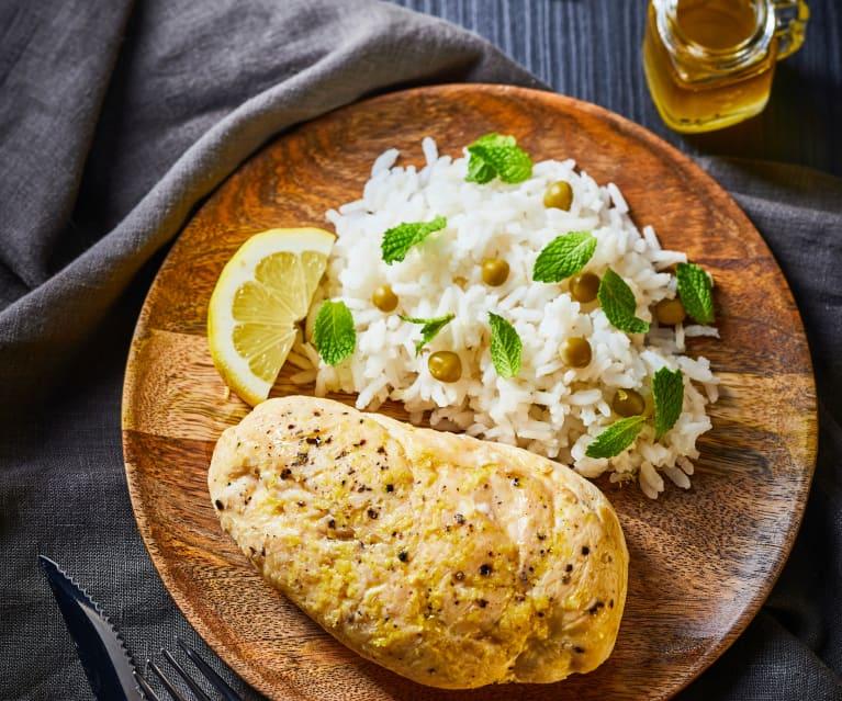 Pechuga de pollo jugosa con arroz a la hierbabuena