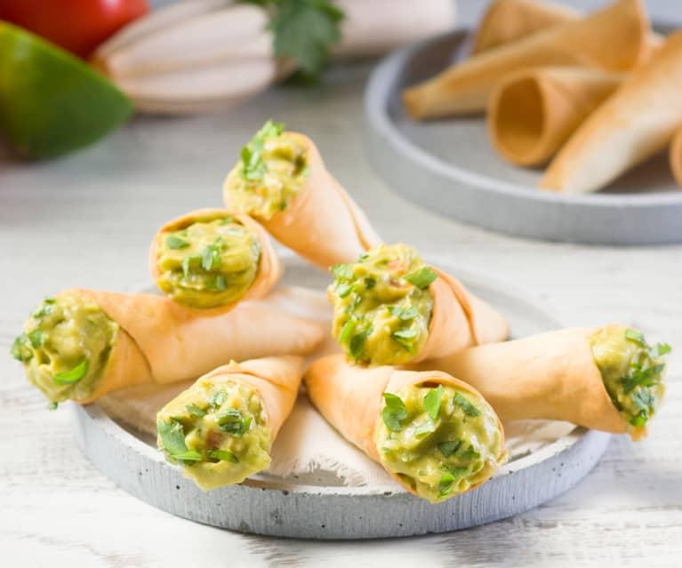 Cucuruchos de guacamole y queso cremoso