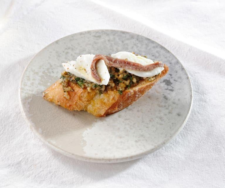 Bruschette mit Walnusspaste und Büffel-Mozzarella