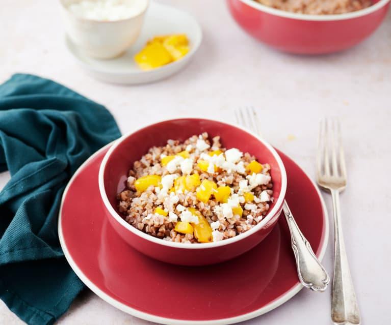 Salada de trigo sarraceno com pimentos
