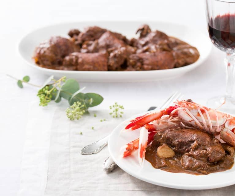 Pollo al chocolate con cigalas y boletus