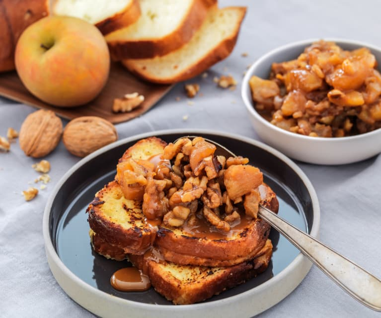 Brioche perdue aux pommes, caramel et noix