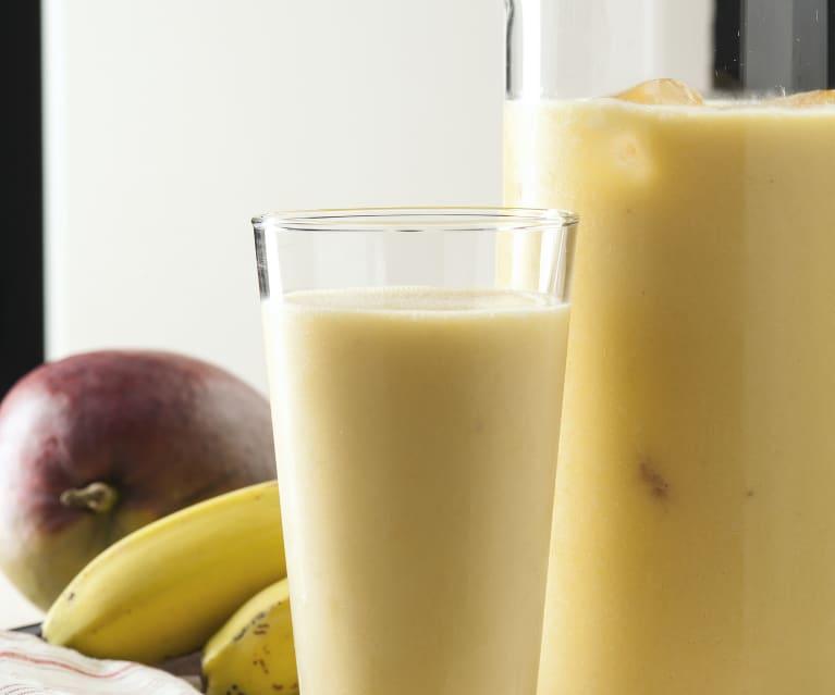 Batido tropical de mango y plátano con leche de coco