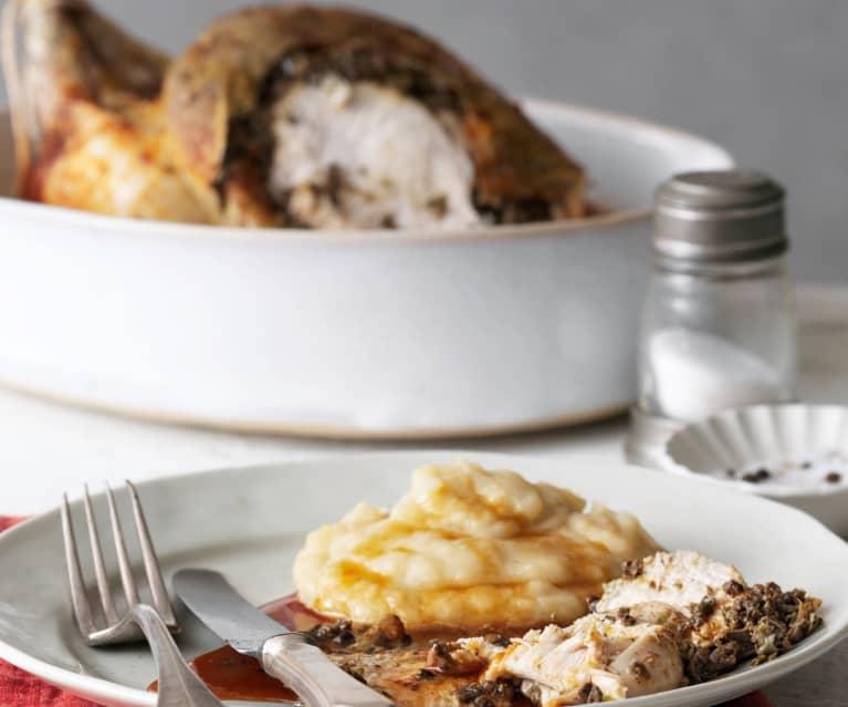 Pollo asado con tapenade y pure de patata con cebollas caramelizadas