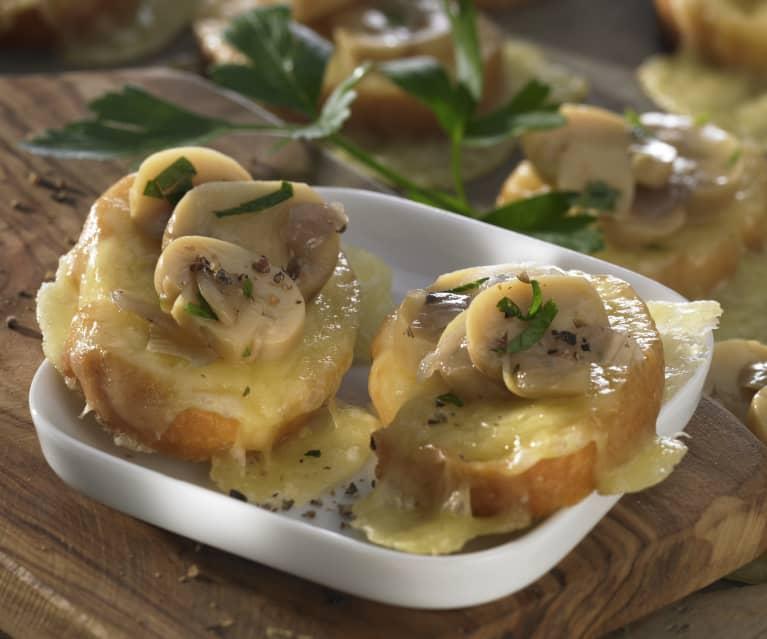 Crostini mit Pilzen und Fontina