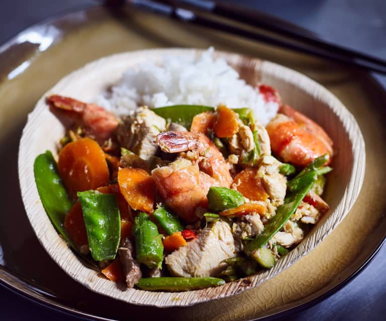 Hähnchen und Garnelen mit saisonalem Gemüse (富贵虾球)