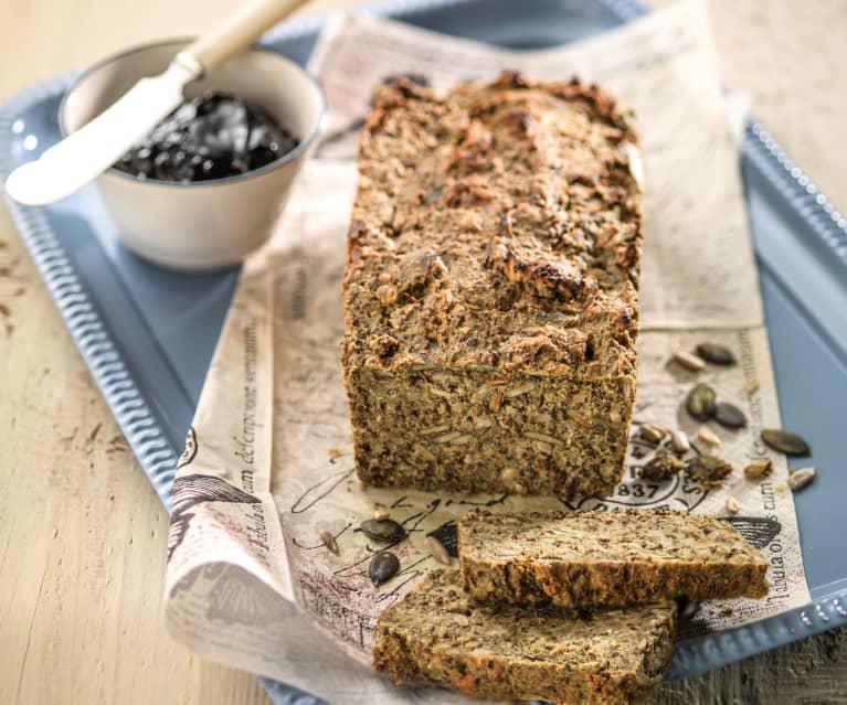 Chleb gryczano-migdałowy z nasionami (bez glutenu)