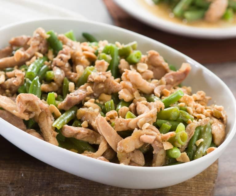 Judías verdes al vapor con pollo en salsa y cacahuetes