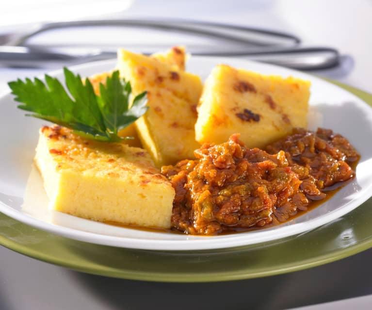 Tomaten-Paprika-Pisto als Gemüseergänzung zu Parmesan-Polenta-Rauten