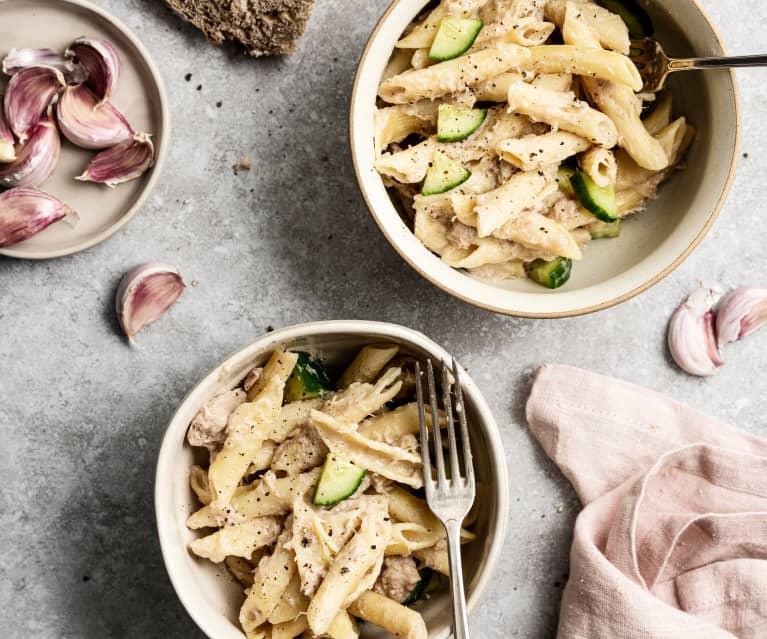 Ensalada de pasta con pepino y atún