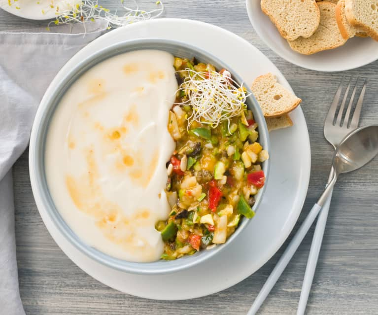 Crema fría de judías blancas con ensalada de verduras