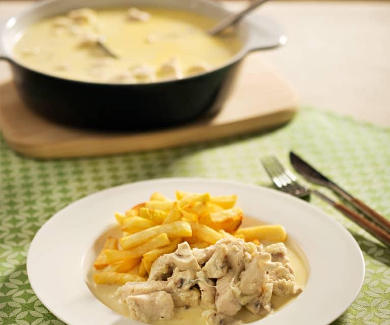 Pollo con salsa de queso y champiñones