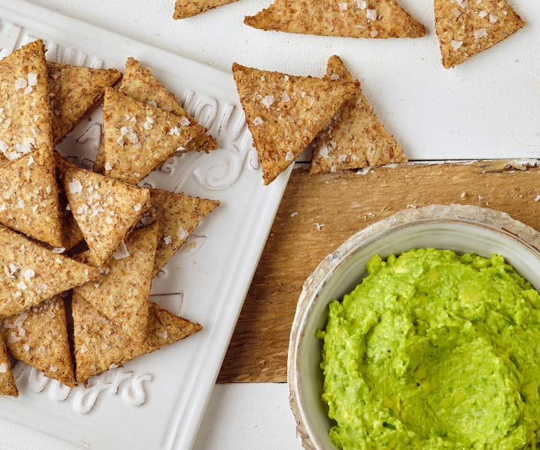 Crackers integrali con crema di avocado