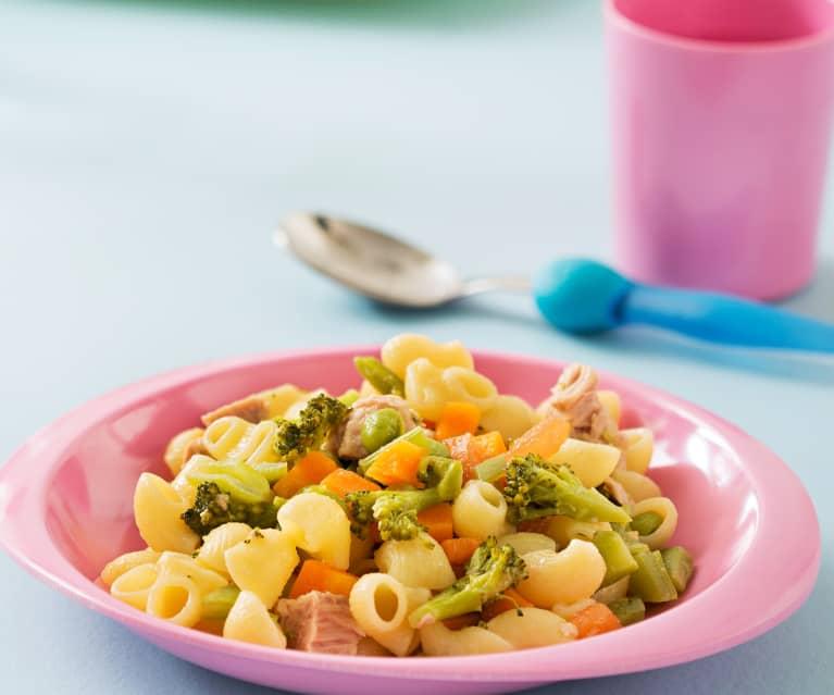 Pasta con verduras y atún