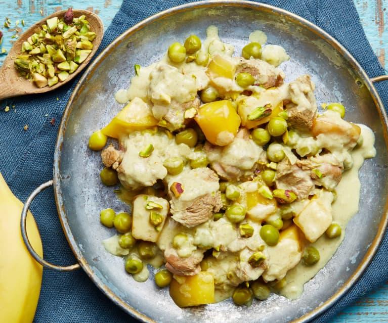 Curry d'agneau aux petits pois, mangue, banane et pistaches