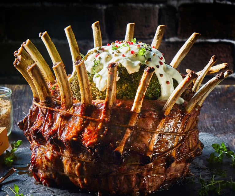 Corona de costillas de cerdo con aderezo de quesos