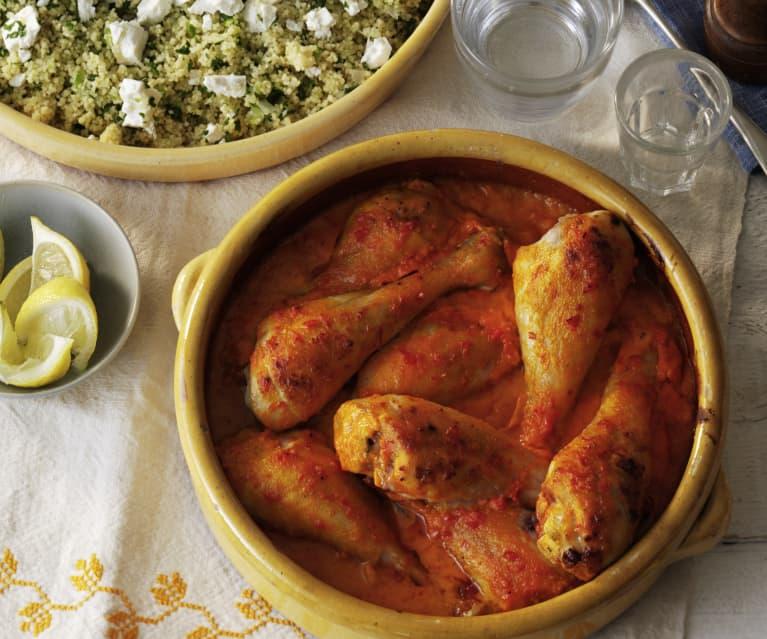 Muslos de pollo en salsa de pimiento y cuscús con calabacín y feta