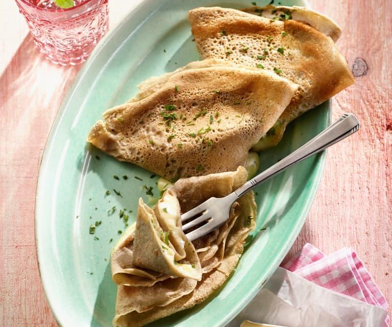 Buchweizencrêpes mit Camembert und frischen Kräutern