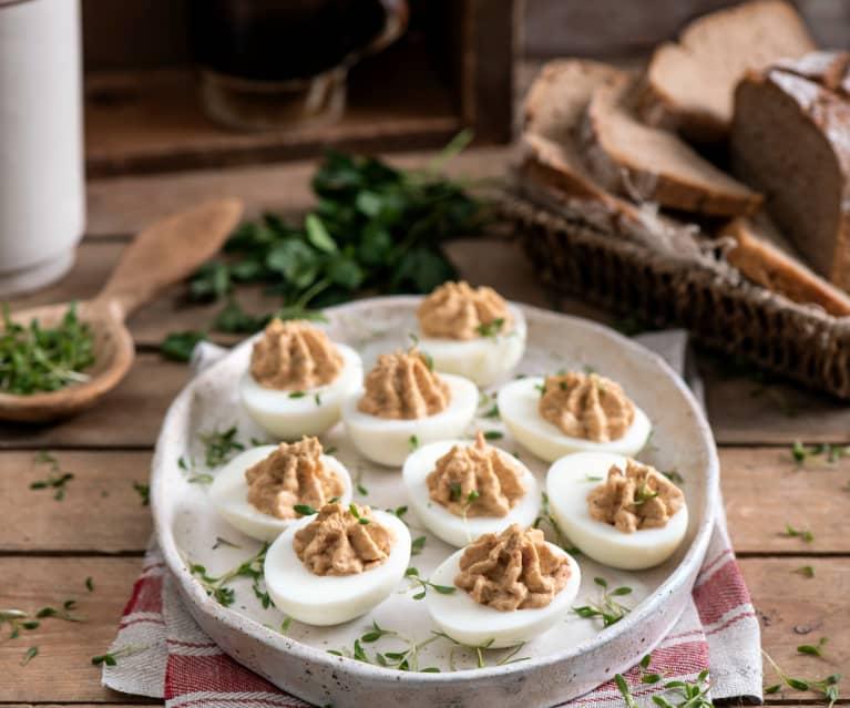 Jajka faszerowane pastą z sardynek