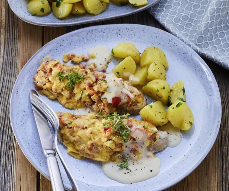 Schnitzel mit Gemüsekruste und Kartoffeln