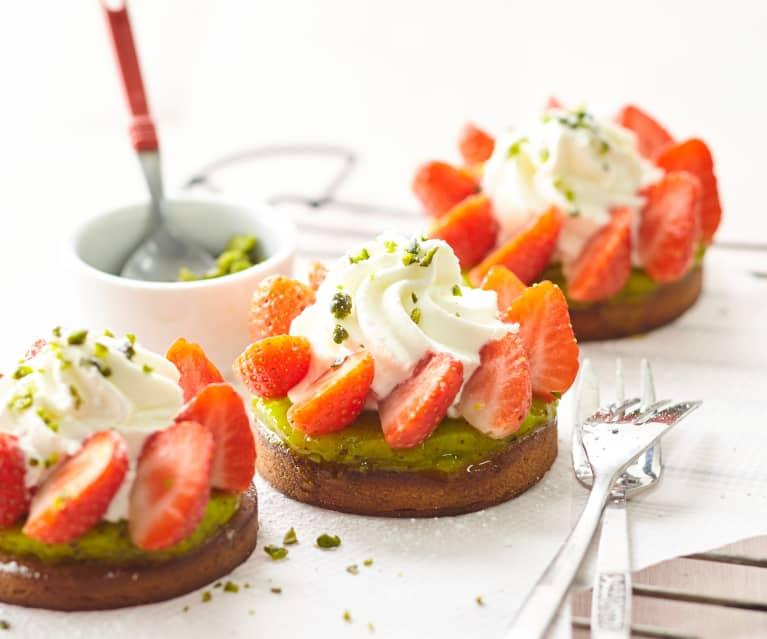 Sablé aux amandes, duo fraise-kiwi et chantilly