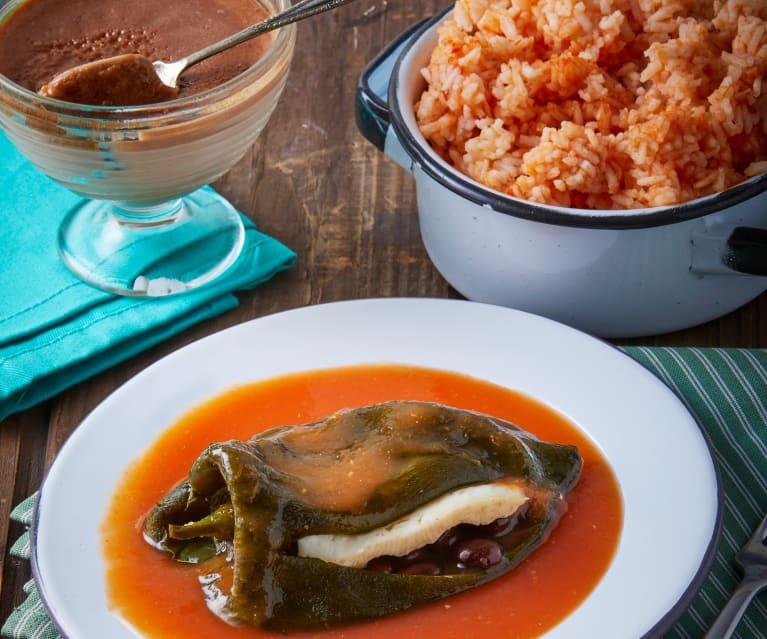 Chiles rellenos con queso, caldillo, arroz y gelatina de chocolate