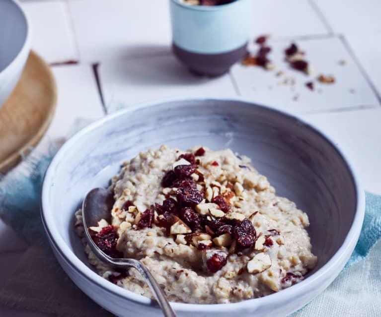 Mandel-Porridge mit Cranberrys