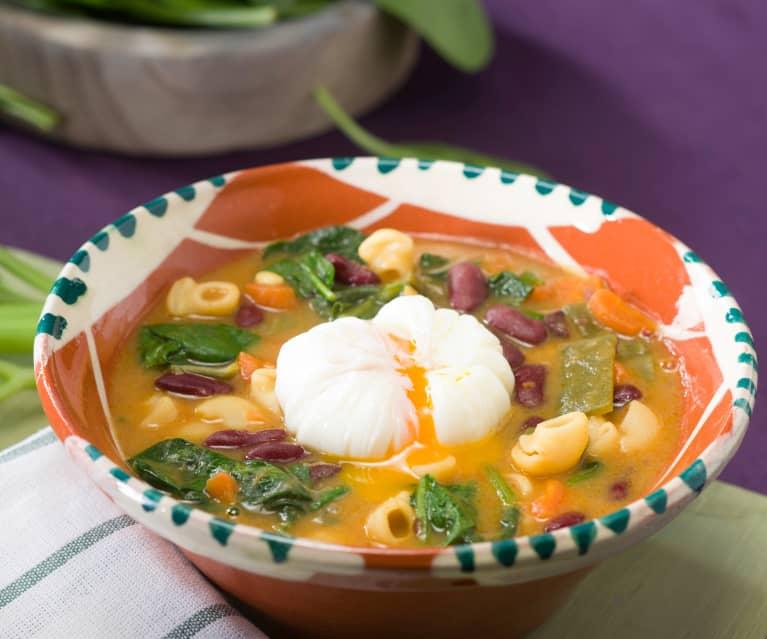Potaje de verduras, pasta y alubias rojas