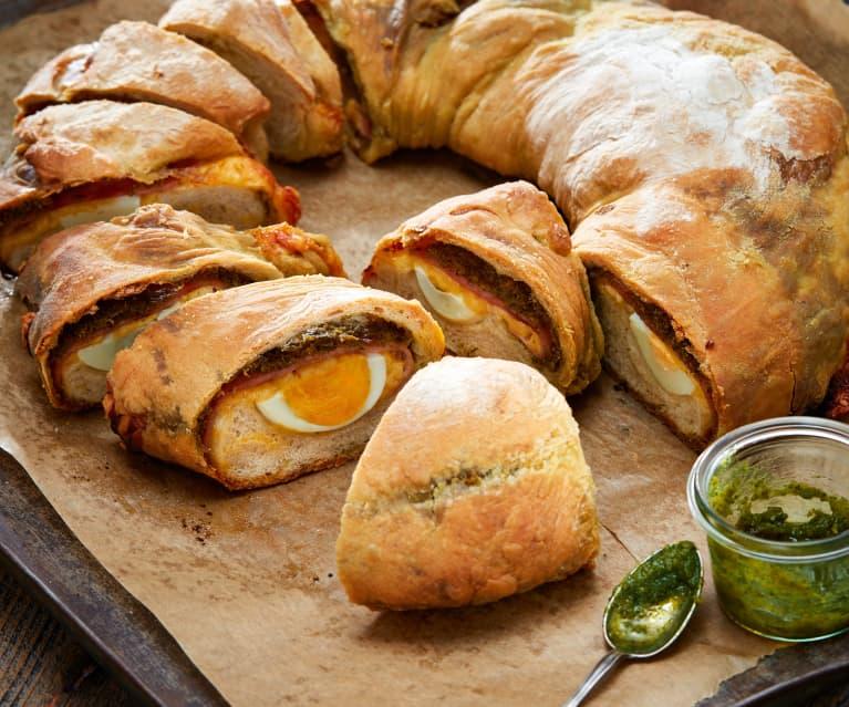 Brotkranz mit Pesto, Eiern und Schinken