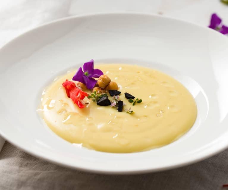 Crema de legumbres con ajos negros de las pedroñeras Pedroñete