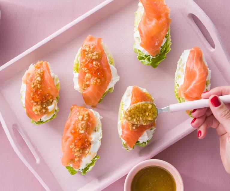 Cogollos con salmón y vinagreta de almendras