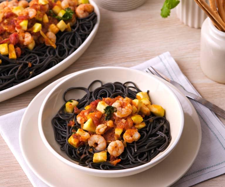 Espaguetis negros con gambas agridulces