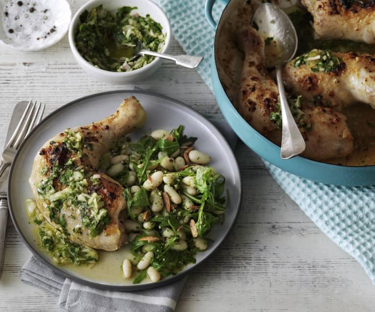 Kurczak z ziołowym sosem i sałatką z fasoli z pesto z rukoli