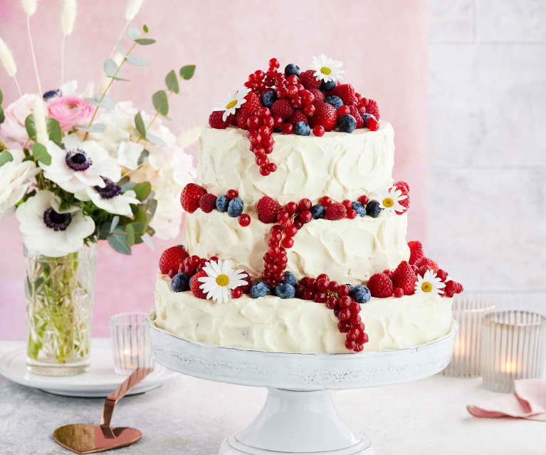 Beeren-Frischkäse-Hochzeitstorte