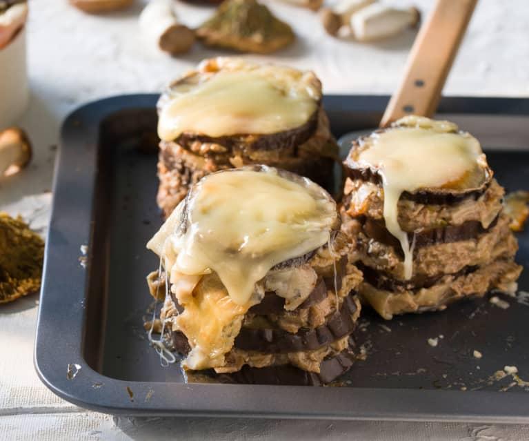 Milhojas de berenjena con paté ibérico, setas y Torta del Casar