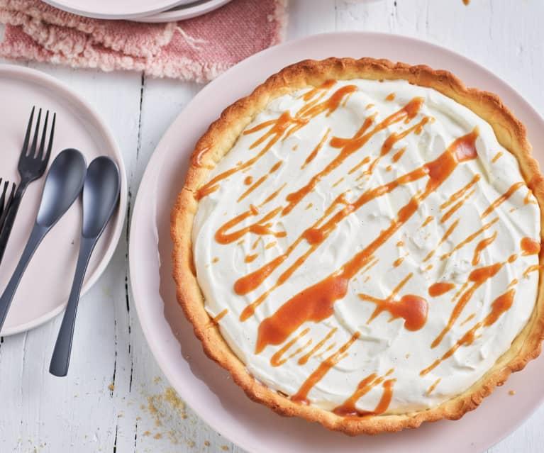 Tarta con crema de vainilla y salsa de caramelo