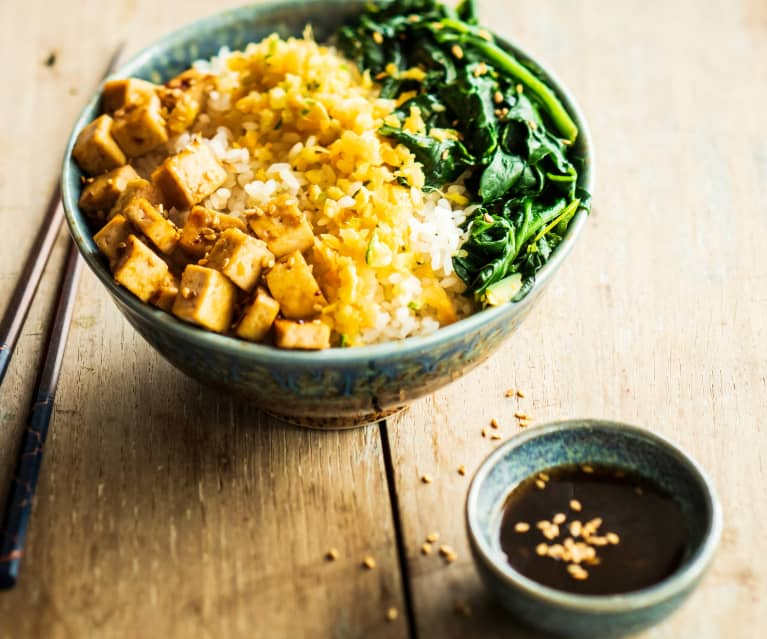 Chirashi (riz vinaigré aux petits légumes et tofu laqué)