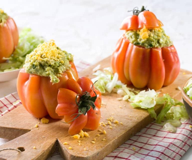 Tomates rellenos con guacamole de huevo duro y atún