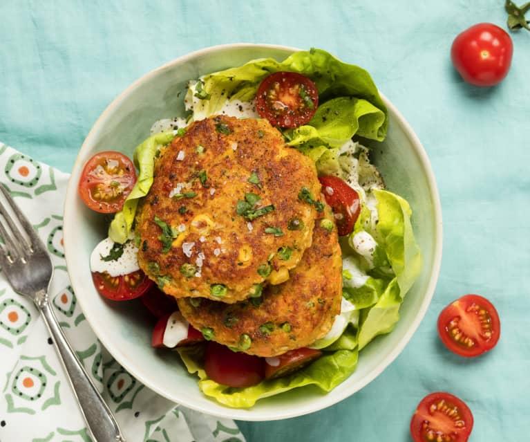 Gemüselaibchen auf Salat mit Joghurtdressing