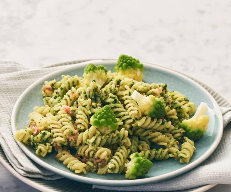 Fusilli all'aglio orsino con broccoli romaneschi