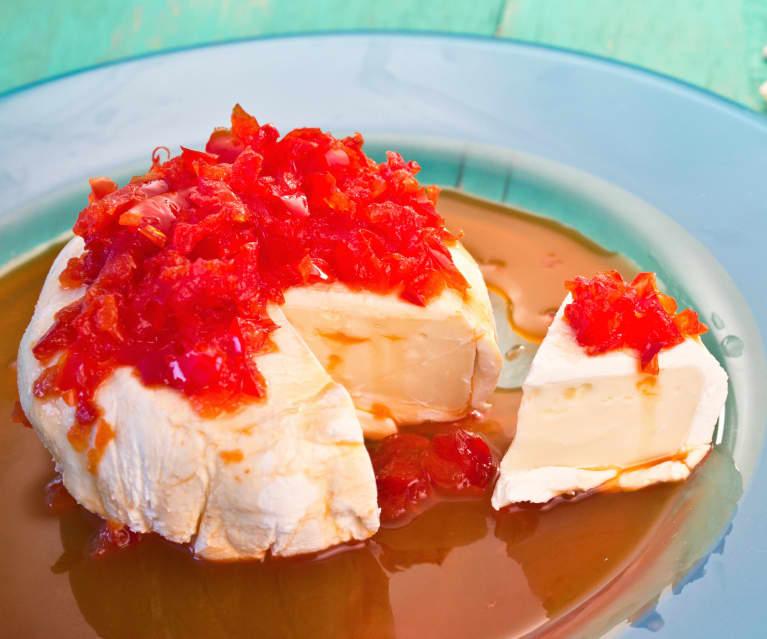 Camembert z serkiem kremowym i marynowaną papryką