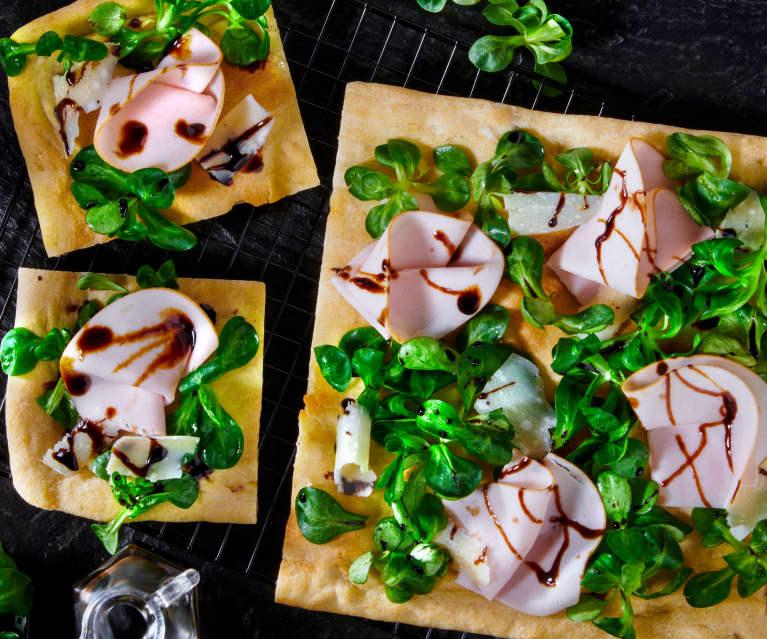 Pizza Gourmet con tacchino arrosto, Parmigiano reggiano e glassa di soia