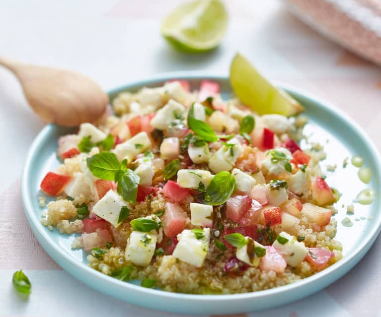 Salade de quinoa aux pêches et mozzarella