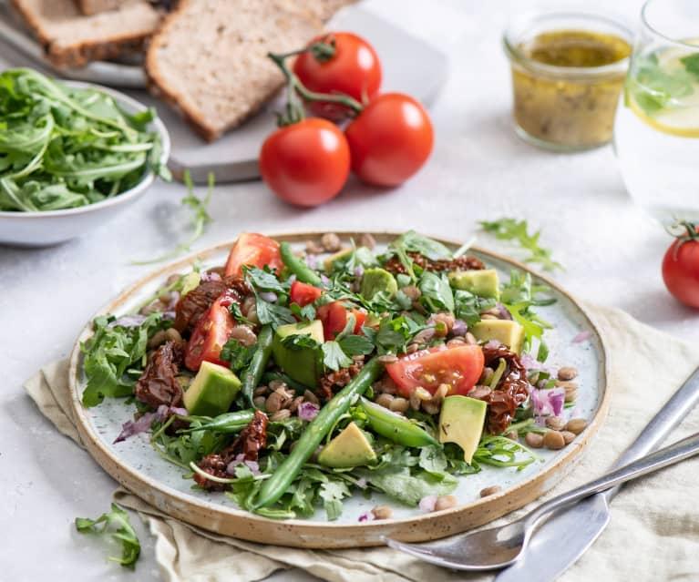 Sałatka z zielonej soczewicy, awokado i pomidorów