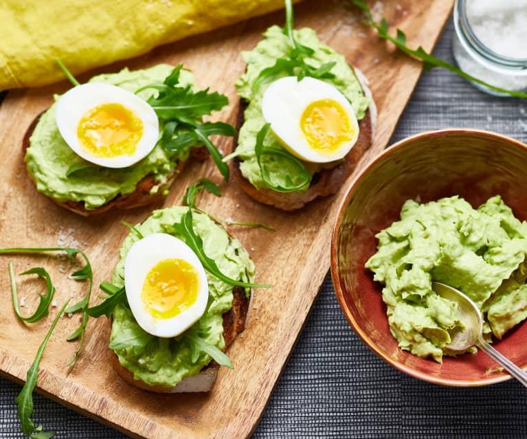 Guacamole et œufs mollets