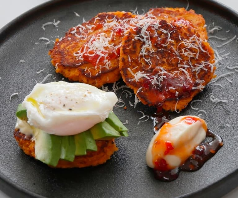 Kumara fritters with sour cream and chilli sauce