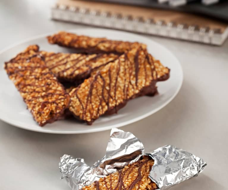 Crunchy Peanut and Chocolate Cereal Bars