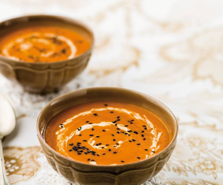 Sopa de feijão branco e tomate