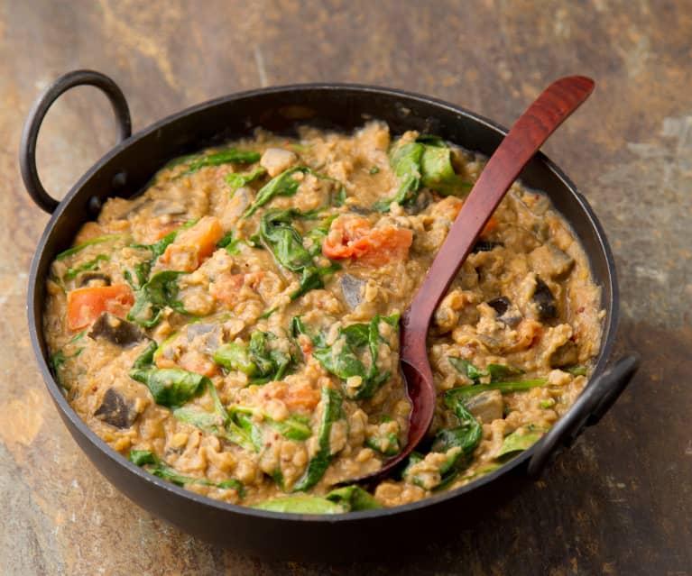 Curry z bakłażana, szpinaku i soczewicy